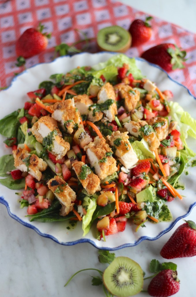 Strawberry Kiwi Salad with Crispy Chicken and Cilantro Vinaigrette -a colorful salad filled with fruit salsa, pan-fried chicken, and a tangy cilantro dressing!| fedandfulfilled.com