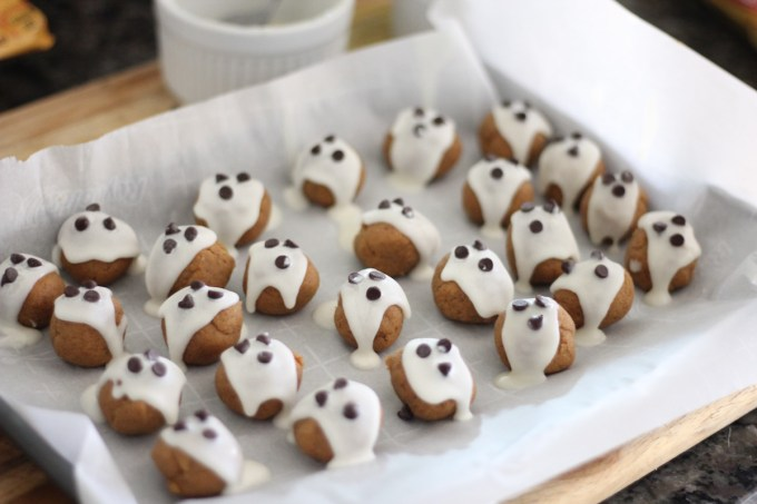 "Almond Butter ""Boo"" Bites - a Paleo, gluten-free spooky snack that will be perfect for your Halloween this year! 
