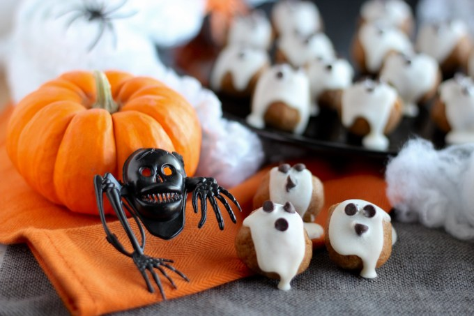 "Almond Butter ""Boo"" Bites - a sweet and healthy treat for Halloween! Loaded with almond butter, pumpkin, cinnamon, and honey, these bites are spooky and delicious! 
