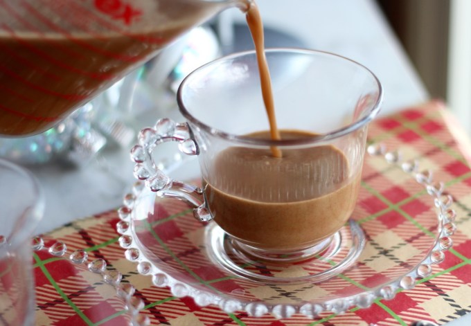 Paleo Gingerbread Lattes - a healthy take on a delicious, festive coffee drink! | fedandfulfilled.com