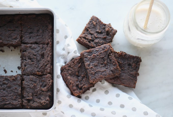AIP Carob Banana Brownies (Paleo) - these moist, fudgy carob brownies will satisfy any chocolate craving without derailing your diet! | fedandfulfilled.com