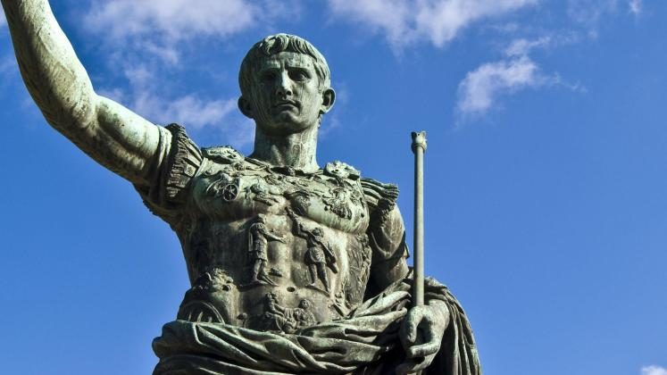 Statua di Giulio Cesare, autore del De bello Gallico