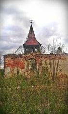 biserica din bretea romana vazuta din spate