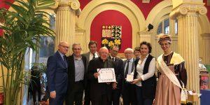 le Père Jean CHABAUD, remise de la plus haute distinction : Officier du Mérite Amicaliste