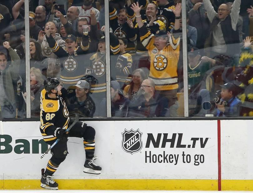 APTOPIX Red Wings Bruins Hockey 90603 - Pastrnak scored 3 goals, Bruins beat winless Red Wings 8-2