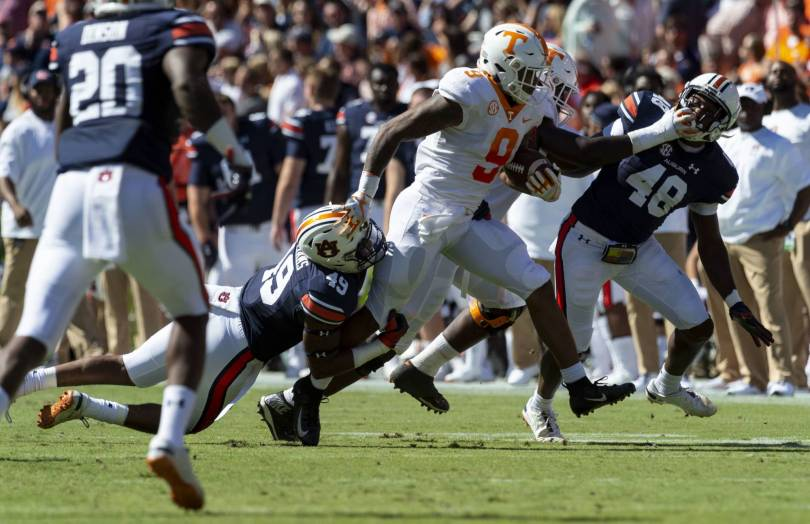 Tennessee Auburn Football 80313 - Guarantano leads Tennessee to upset of No. 21 Auburn, 30-24