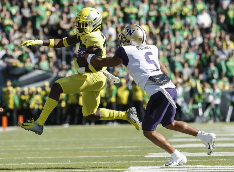 Washington Oregon Football 26759 - No. 17 Oregon outlasts No. 7 Washington 30-27 in OT
