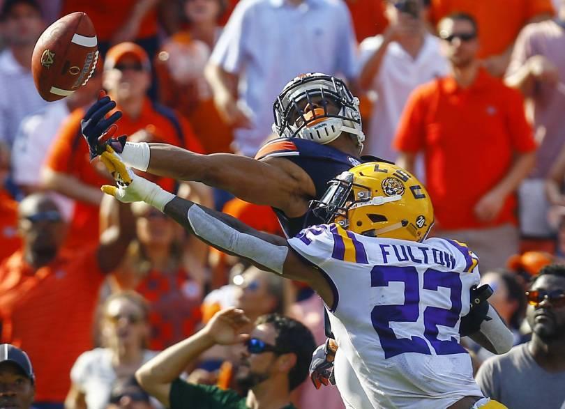APTOPIX LSU Auburn Football 97281 - No. 12 LSU beats No. 7 Auburn 22-21 on last-play field goal