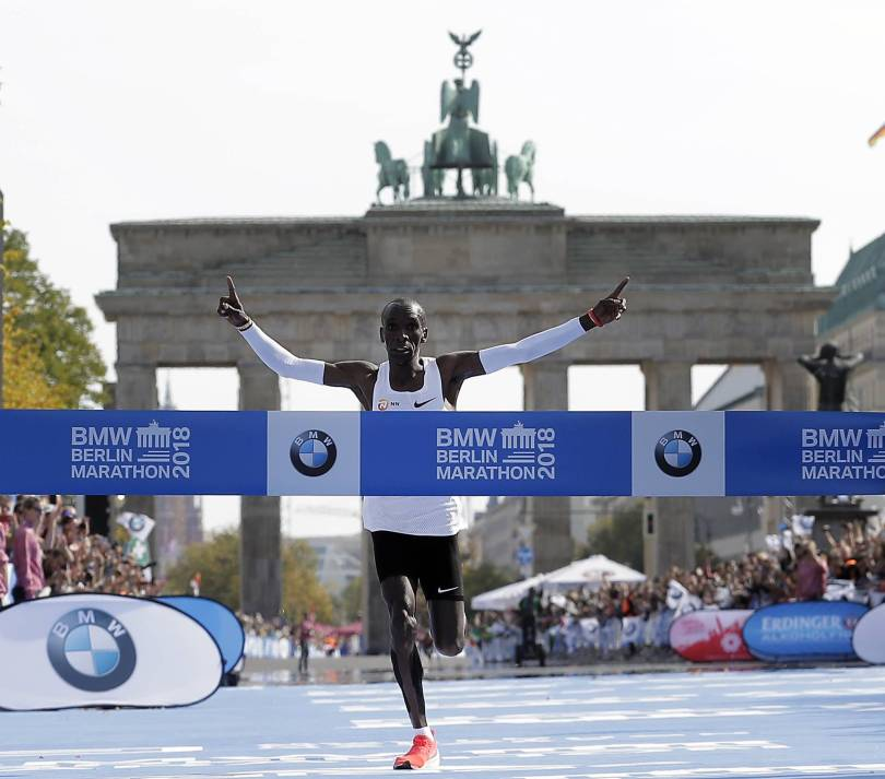 Germany Berlin Marathon 56596 - Eliud Kipchoge sets new world record in Berlin marathon win