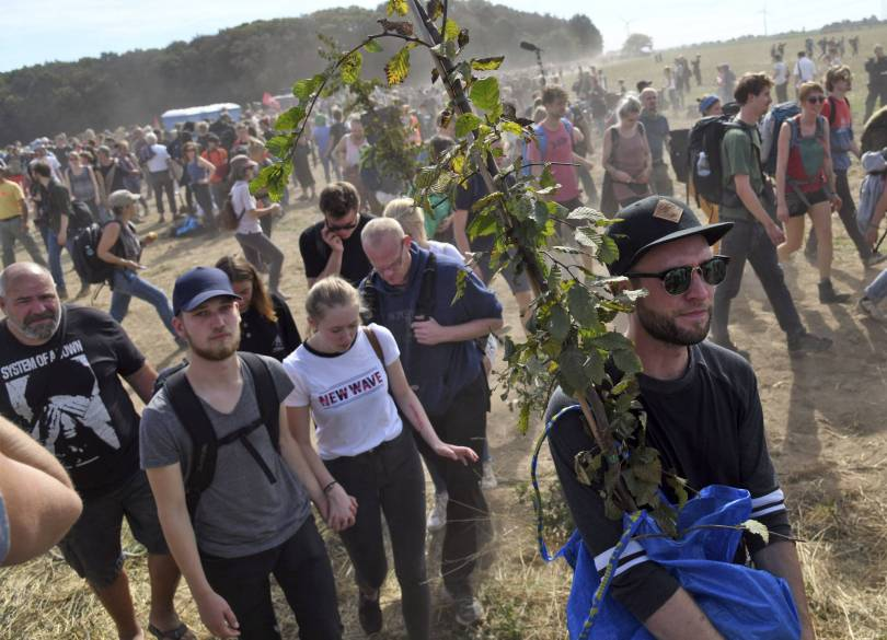 Germany Forest Standoff 88237 - 4,000 protest coal mine as German police clear forest camp