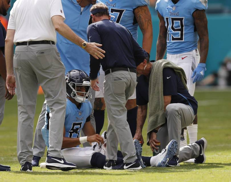Titans Mariota Football 02113 - Titans' Vrabel expects to use 2 QBs against Texans