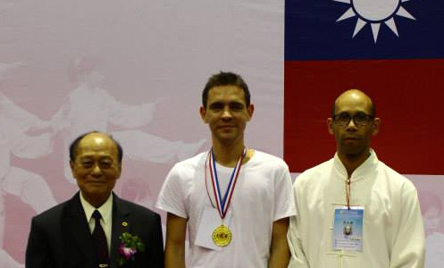 Jean-Richard Grondin et Louis Plaud avec M. Huang Yu Sheng, le Président de la FITCC à Taipei Arena 台北小巨蛋.