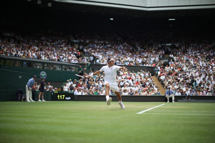 Federer Defeats Mannarino in Straight Sets