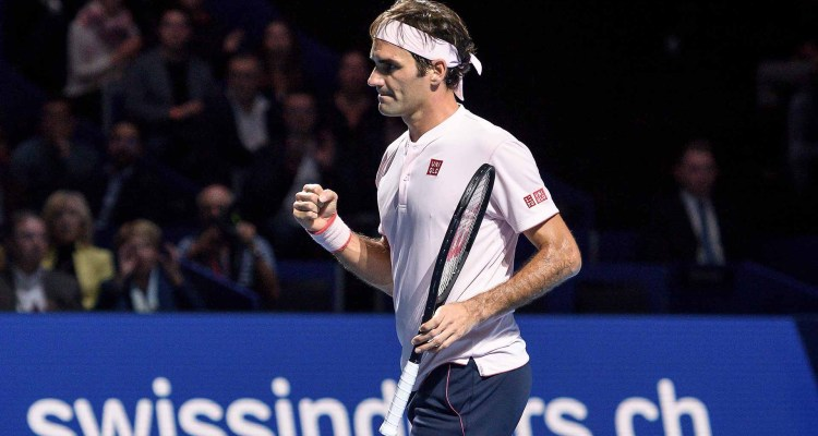 Federer Battles Past Simon into Swiss Indoors Semifinals