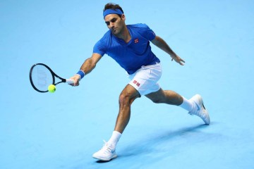 Federer Cruises Past Thiem in London