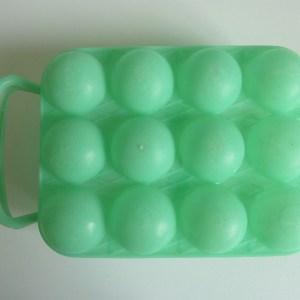 Boite à œufs verte croisillons