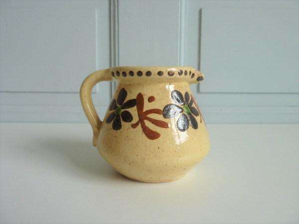 Petit pichet pot à lait ancien décors peints à la main