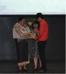 Mrs Bakker receiving a Centennial Hibiscus (Gumamela) from Dr. Nina Cadiz and Angelo Cortez.
