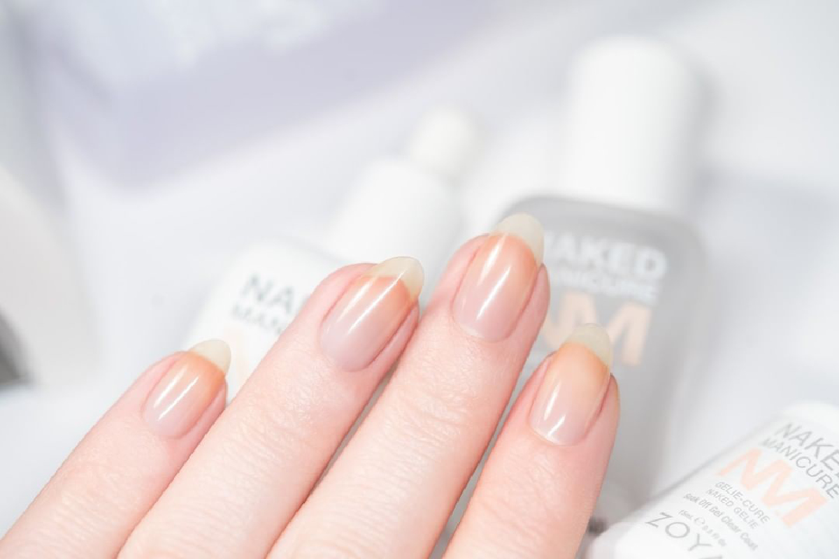 A hand the Gelie Cure Foundation manicure on their nails.