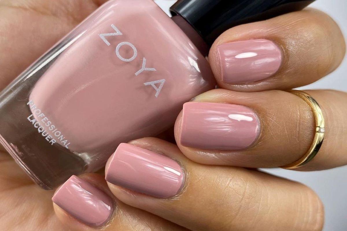 @Polish.me.cute is wearing ZOYA Mara on her nails.