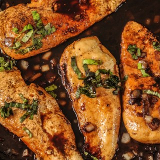 balsamic chicken in a pan