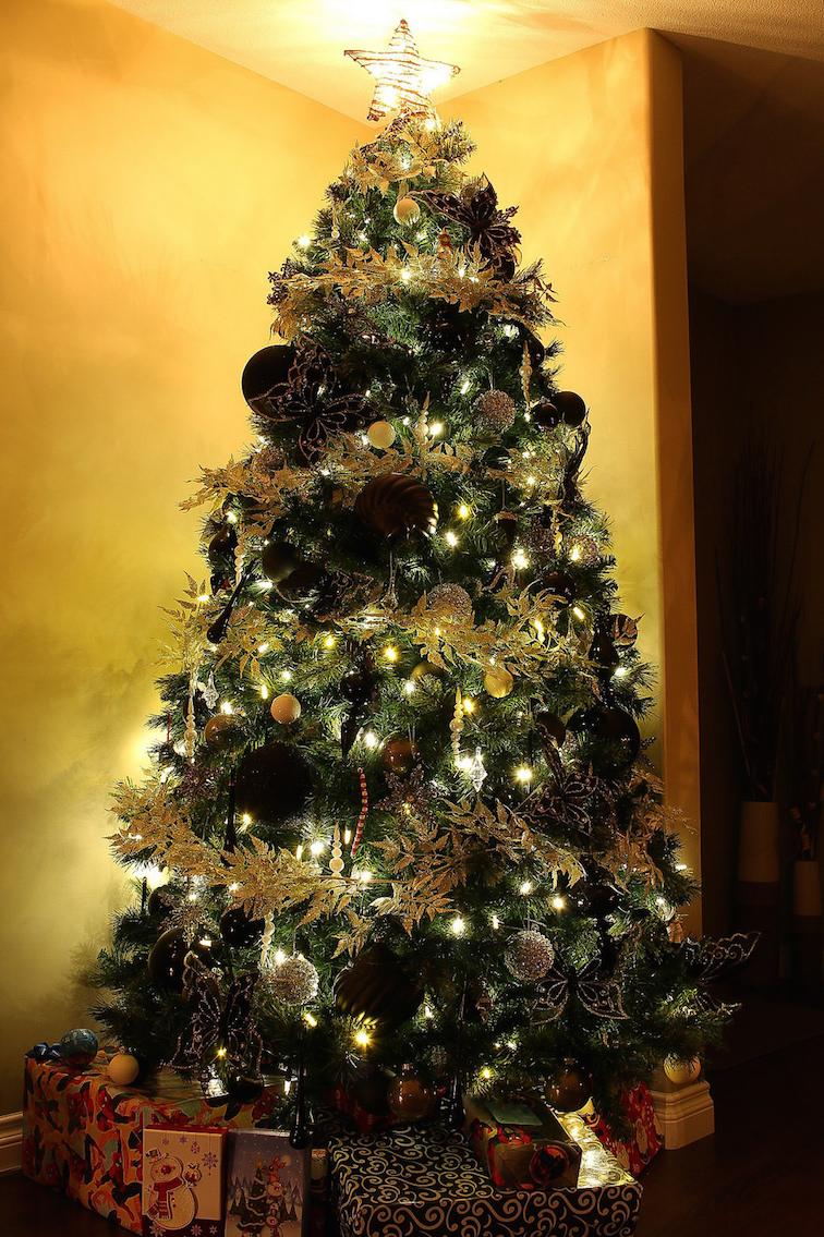 30 Christmas Tree Decorating Ideas To Try This Season