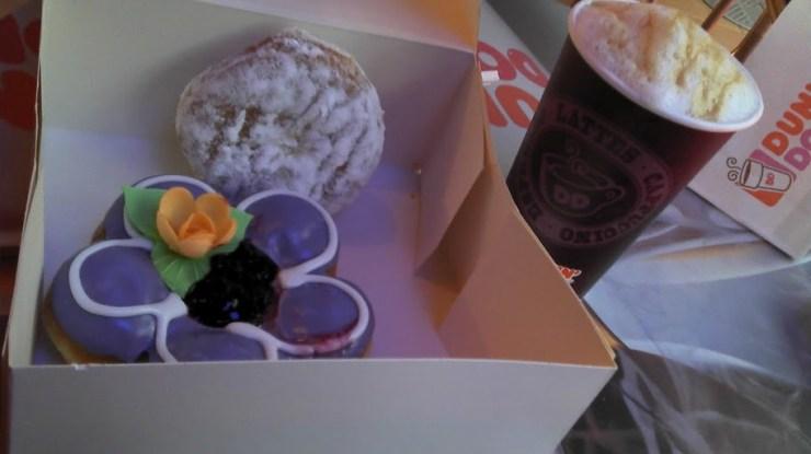 Eine ganze Box voll Dunkin Donuts