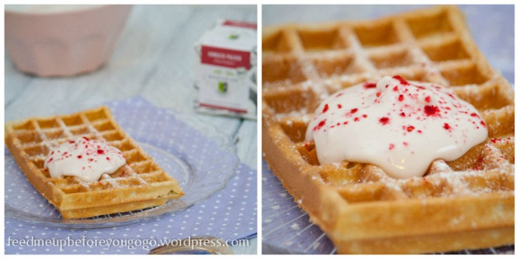 Vanille-Himbeer-Waffeln mit Himbeer-Mascarpone-Topping