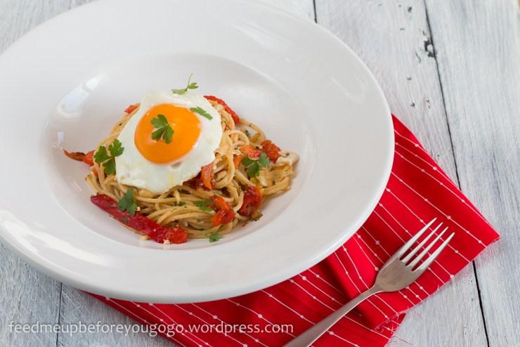 Pasta mit gegrillter Paprika und Spiegelei Rezept-2