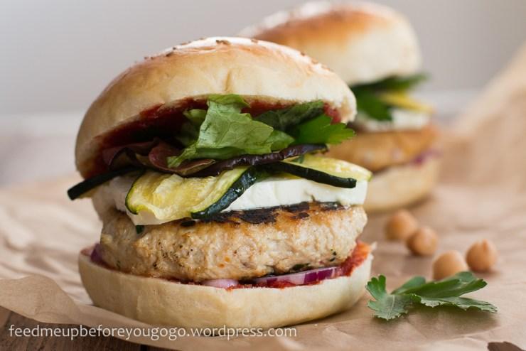 Nordafrikanischer Burger mit Couscous-Patty und Hühnchen Rezept Feed me up before you go-go-5