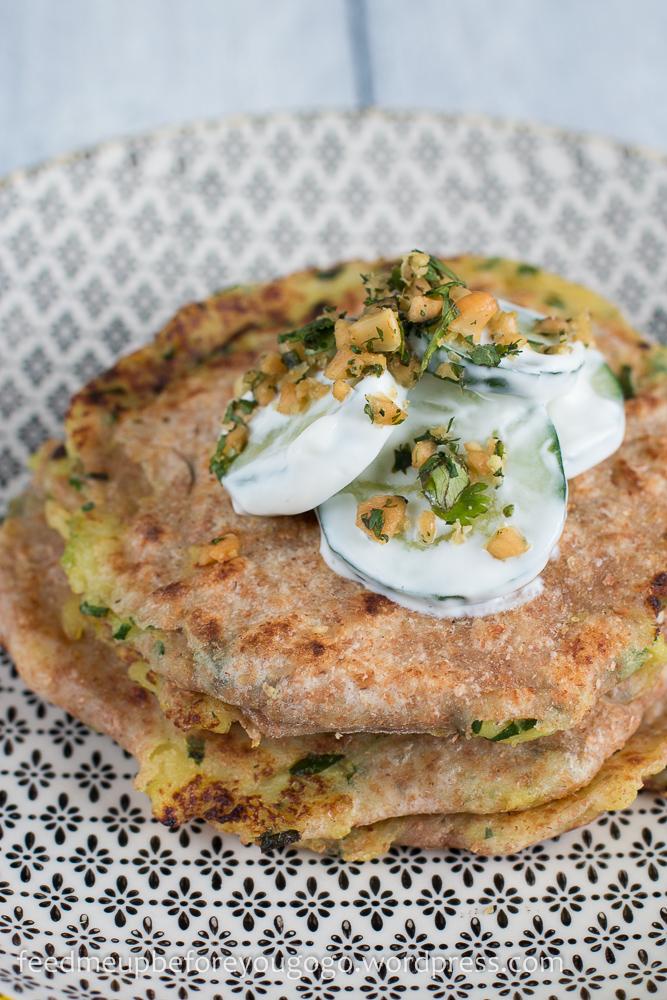 Kartoffel-Bärlauch-Paratha und Gurkensalat mit Kräuter-Nuss-Gremolata Rezept-4