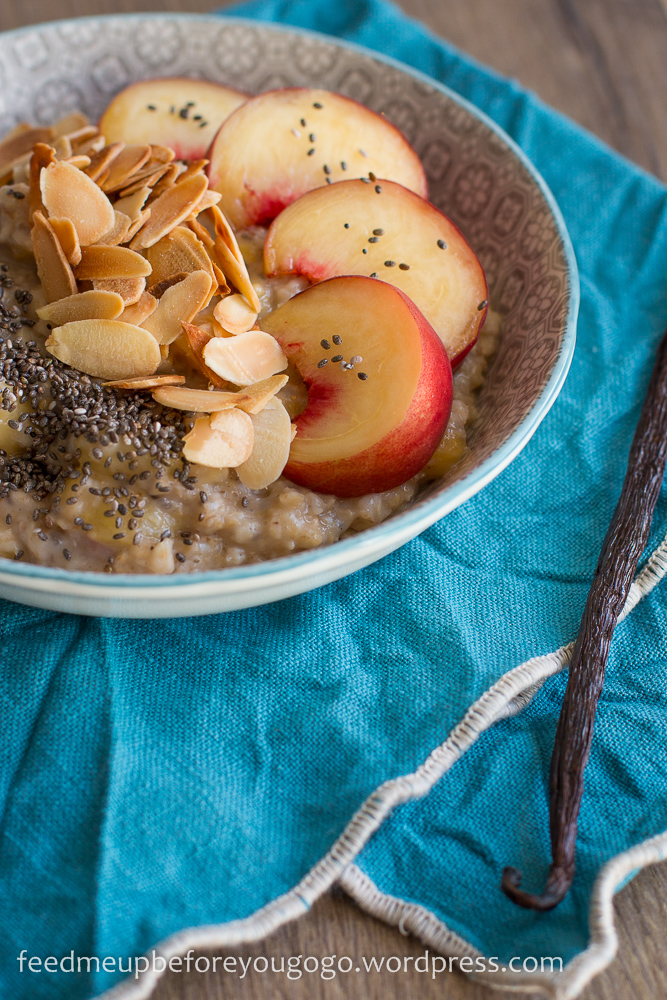 Veganes Pfirsich-Mandel-Porridge mit Chia und Vanille Rezept Feed me up before you go-go-2
