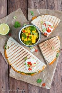 Süßkartoffel-Spinat-Quesadillas mit Mango-Koriander-Guacamole Rezept Feed me up before you go-go