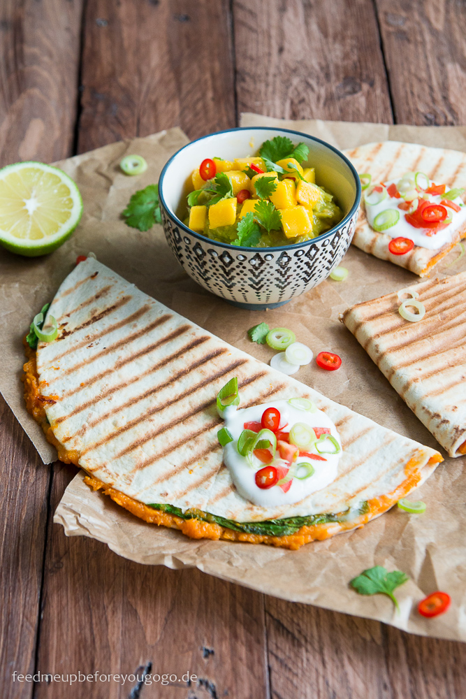 suesskartoffel-spinat-quesadillas-mit-mango-guacamole-rezept-feed-me-up-before-you-go-go-2