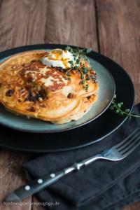 Herzhafte Pancakes mit Halloumi und Chipotle Rezept Feed me up before you go-go