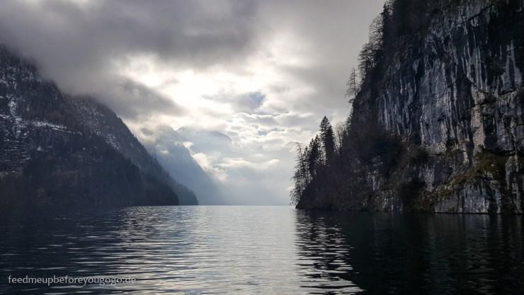 Bootsfahrt auf dem Königssee im Nebel Winter im Berchtesgadener Land