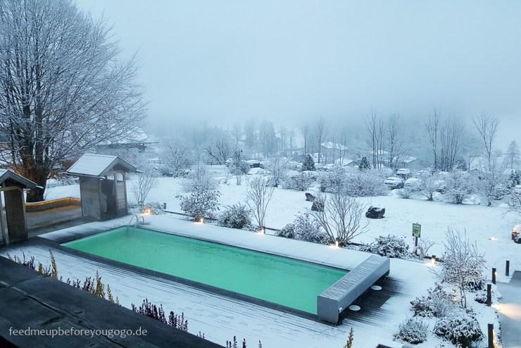 Berghotel Rehlegg Ramsau Außenpool im Schnee Winter im Berchtesgadener Land