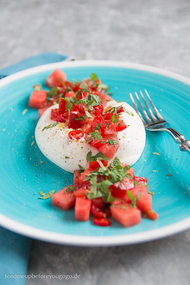 Burrata mit Wassermelonen-Tomaten-Salsa und Minze Rezept