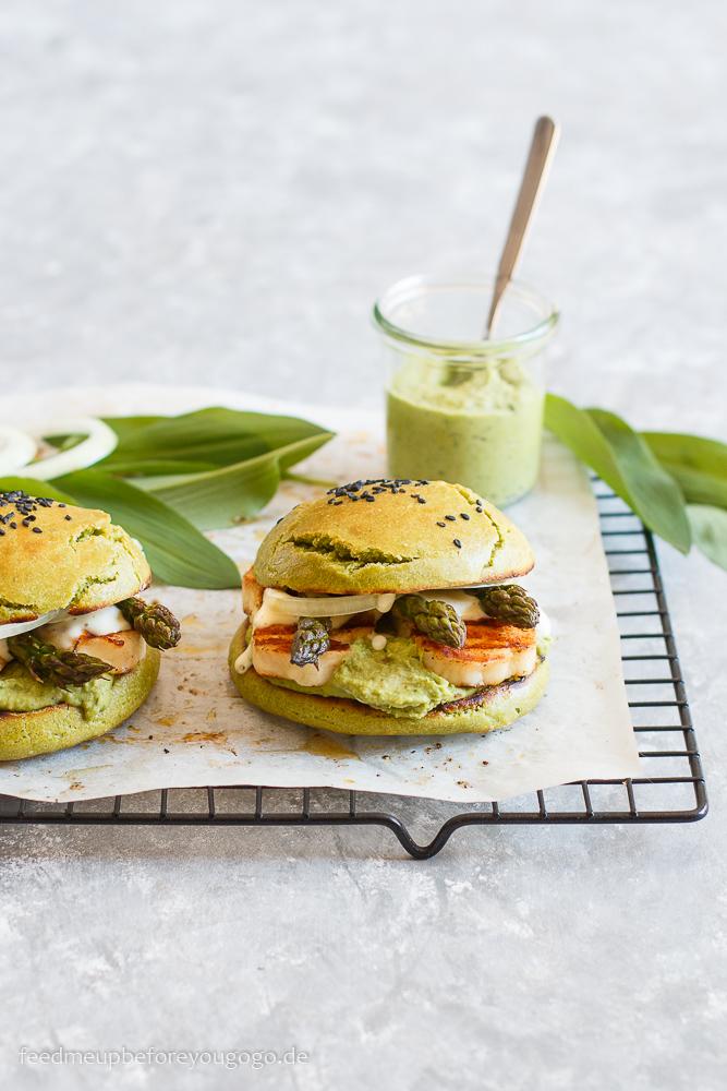 Vegetarischer Frühlingsburger mit Bärlauchhummus, Spargel und Halloumi Rezept