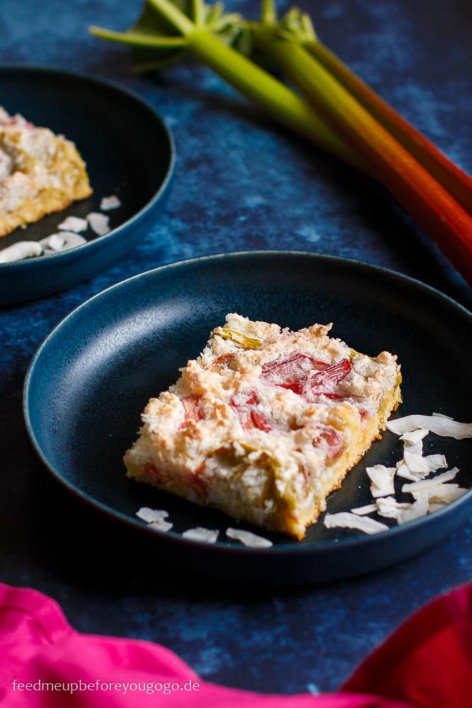 Rhabarberkuchen mit Kokos-Baiser Rezept