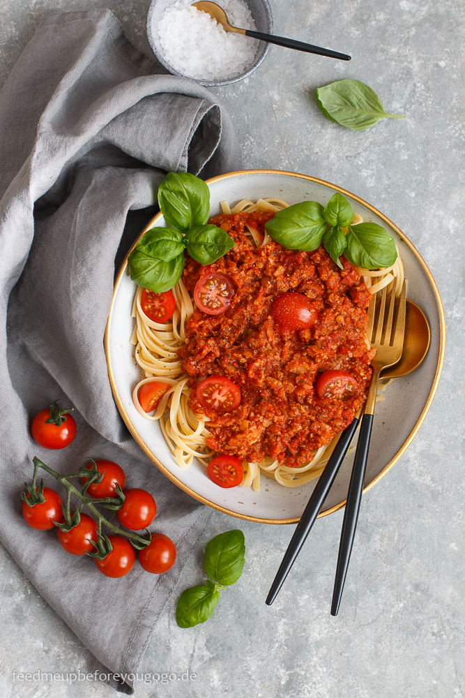 Pasta mit veganer Blumenkohl-Bolognese mit Linsen Rezept