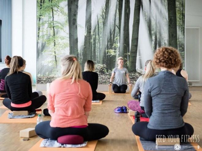 Instagram Bloggertreffen von FEED YOUR FITNESS Yoga Einleitung