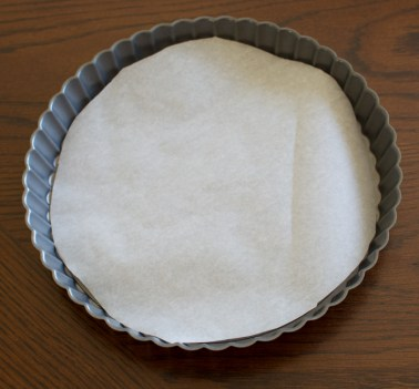 Lined tart pan