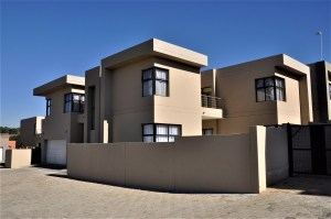 The View no 2 is a 4-Bedroom House To Let in Boundary Park North Riding Randburg by Feel-at-Home Properties