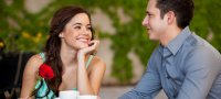 Как общаться с девушкой, чтобы ей понравиться: психологические приемы