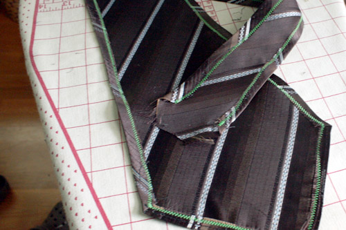 How to Make a Cowl from a Vintage Necktie