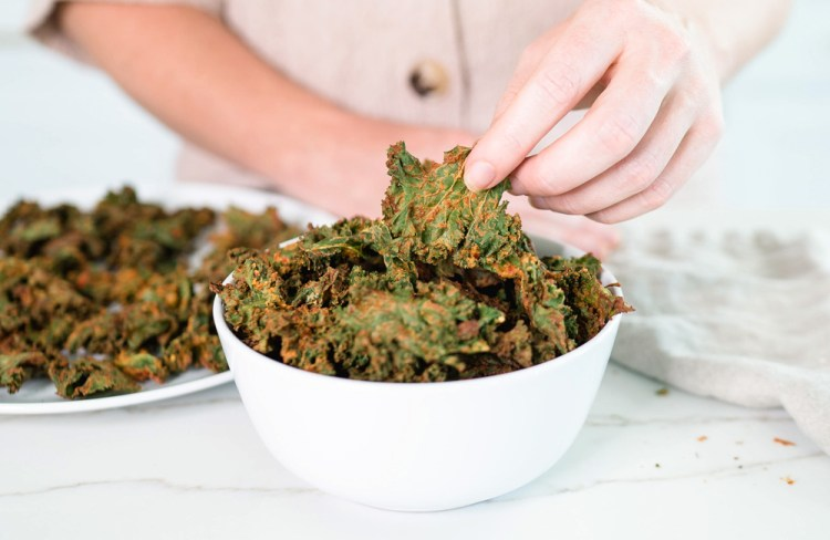 How to Make Kale Chips in the Air Fryer | Crispy 'Cheesy' Kale Chips