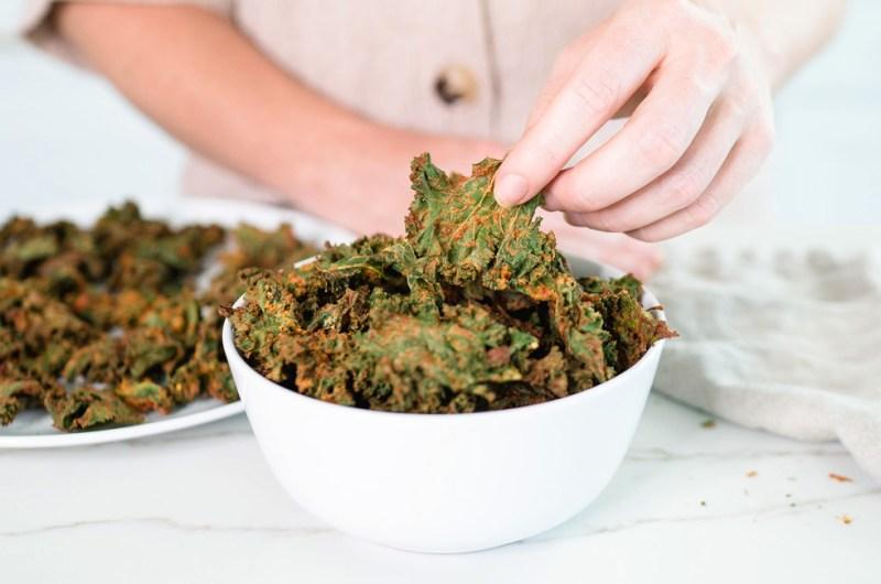 Air Fryer Nacho 'Cheese' Kale Chips (super crispy!)   Vegan, Gluten Free, & Low Carb