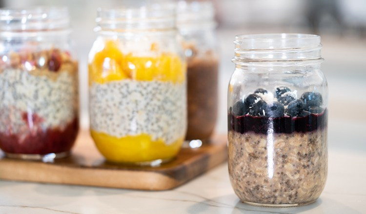 EASY OVERNIGHT OATS (How To Meal Prep) + 5 Healthy Flavors!