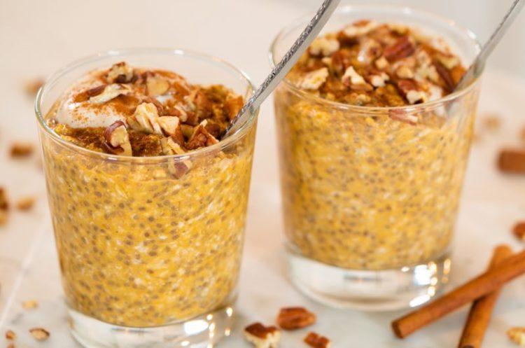 PUMPKIN PIE OVERNIGHT OATS | Healthy Fall Breakfast
